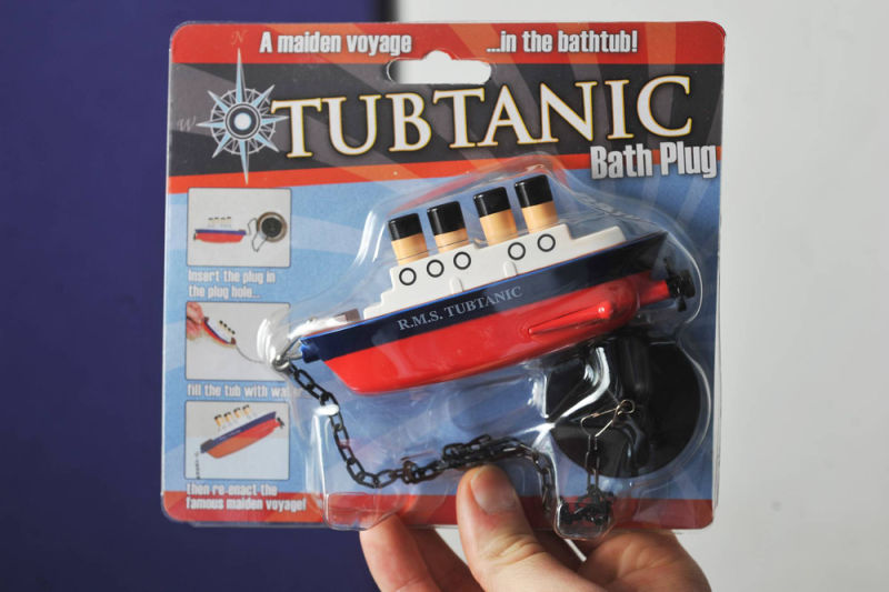 Toys R Us Titanic Model : Titanic bath plug maker icy toward offended relatives of