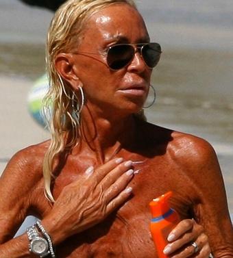 versace topless Donatella