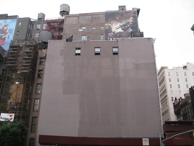 Hollister gawker for Abercrombie mural