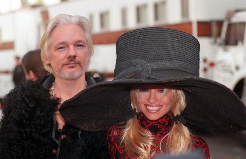 Imagini pentru pamela anderson Julian Assange