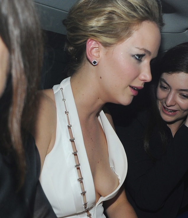 Lorde Helped Jennifer Lawrence Put Her Boob Away At Hunger