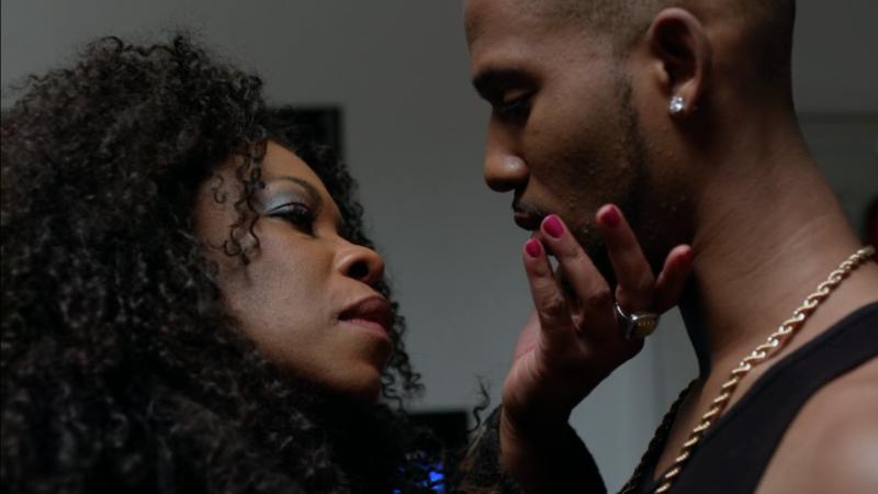 Ebony amauter lesbains kissing — photo 7