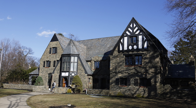 Penn State investigates nude photos of women on fraternity