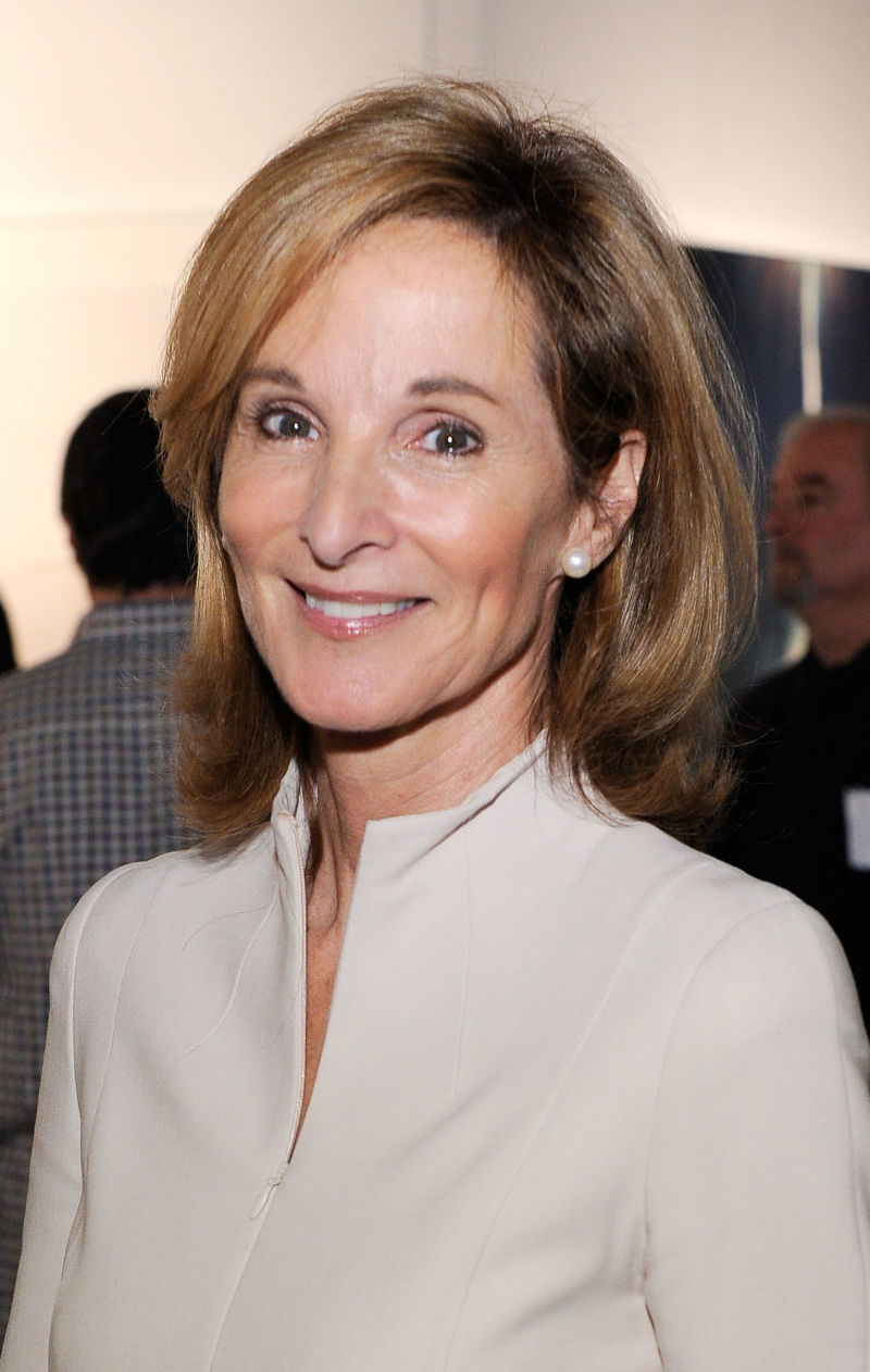 The 77-year old daughter of father (?) and mother(?) Amanda Burden in 2021 photo. Amanda Burden earned a  million dollar salary - leaving the net worth at  million in 2021