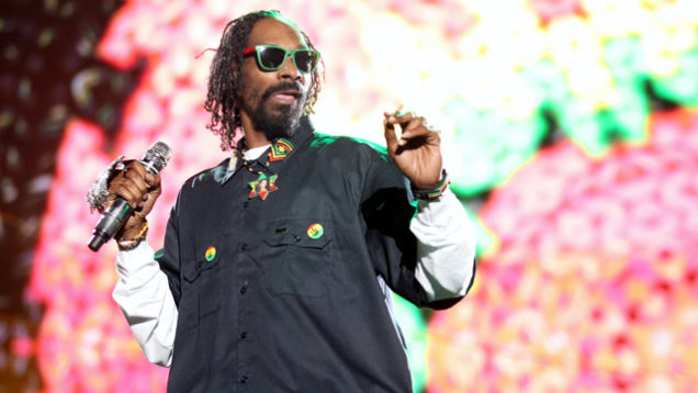 Snoop Dogg's Pockets Are Bursting with Weed and Cash and Norway Can
