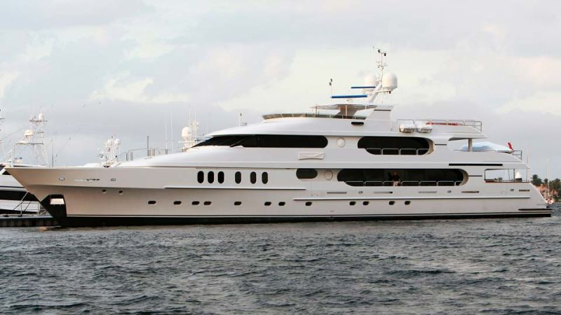 tiger woods is selling his yacht