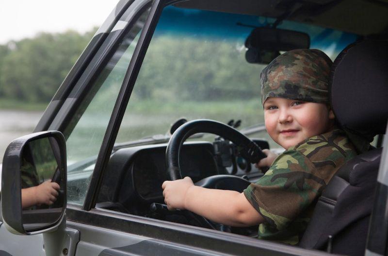 10 Year Old Steals Parents Car Crashes It Tells Cops He S A Dwarf
